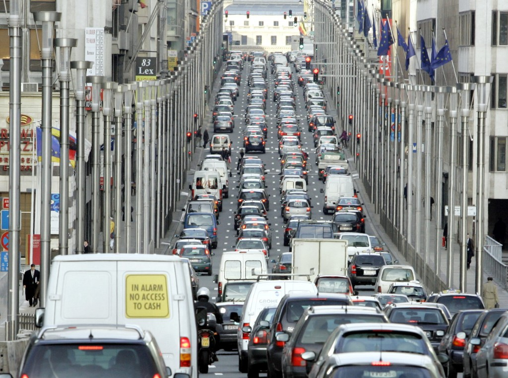 Cars fill a commuter route during rush hour in Brussels, Tuesday, Feb. 20, 2007. EU environment ministers are meeting in Brussels to try and agree that they should cut greenhouse gas emissions by least 20 percent by the year 2020, paving the way for Europe to seek deeper reductions from other industrialized nations. (AP Photo/Yves Logghe)